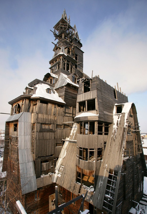 Wooden Gagster House ( Archangelsk , Russia )